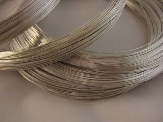 Drut srebrny z lutem w środku pr. 940 fi 0.6 mm o długości 0.5 mb